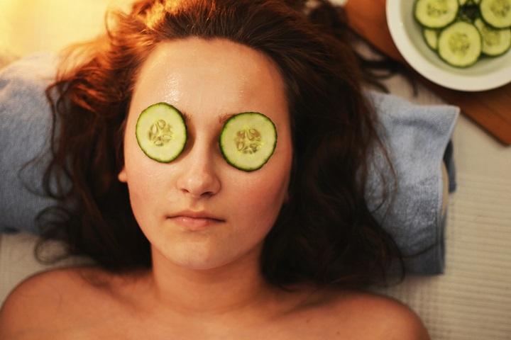 Cucumber slices, a classic dark circles