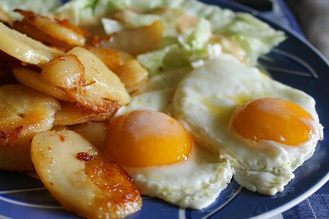 Egg with potatoes and paprika - Healthy Dinners