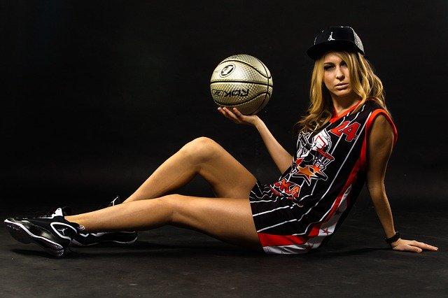 woman play sports